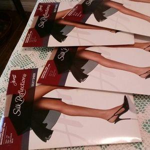 Lot of 4 pair Hanes pantyhose